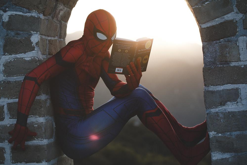 สสไปเดอร์แมนอ่านหนังสือภาษาอังกฤษ
