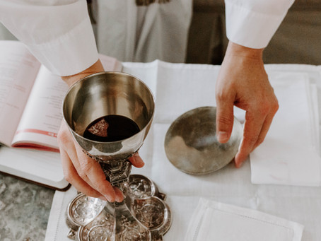 How to Receive the Holy Communion