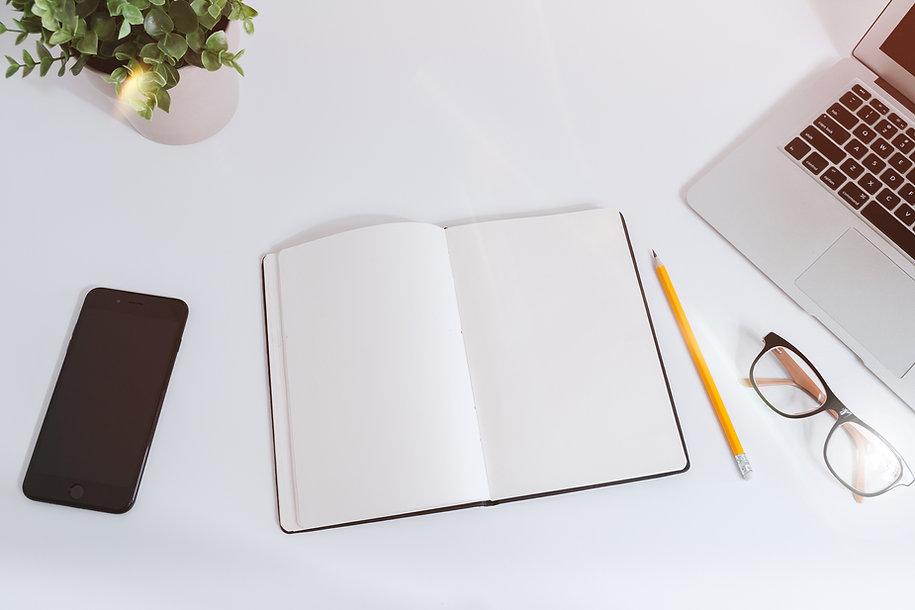 Arbeitstisch mit Planer und Stift für Business Training mit Irina Gelwer