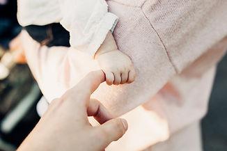 Taufe, Lebensfest, Willkommensfeier, Baby, Hände, Image by Joshua Reddekopp
