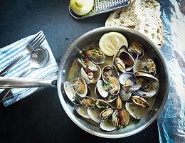 Creamy blue mussel soup with saffron M