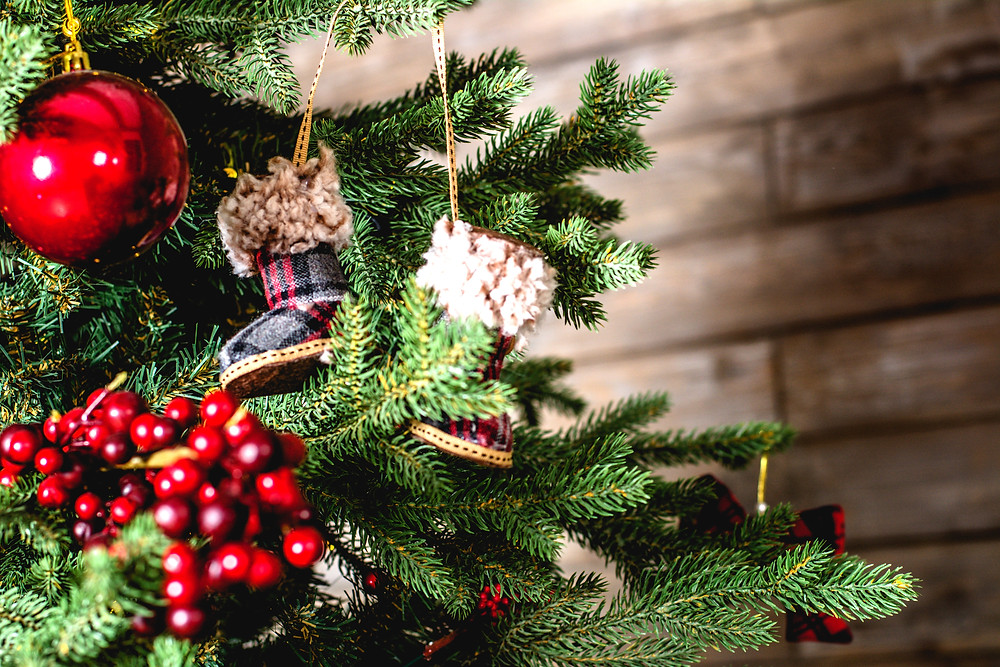 Decorate the tree according to the