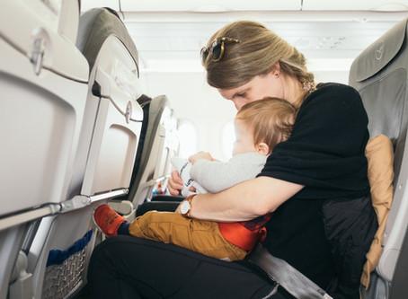 טיסה עם תינוק – 10 טיפים לטיסה שקטה ונוחה עם תינוקות וילדים
