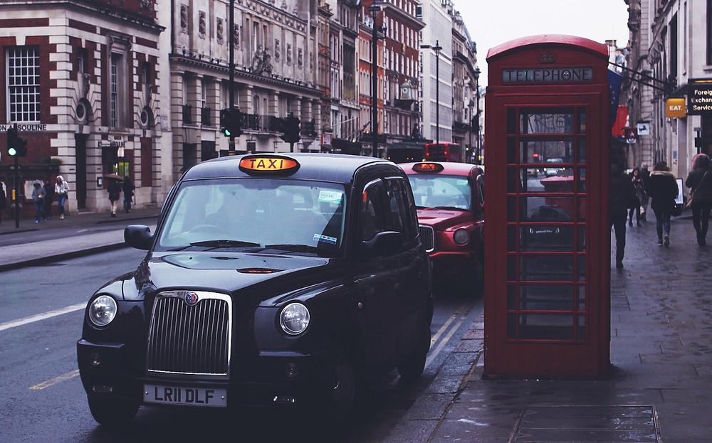 מונית שחורה קלאסית - קל לתפוס ברחוב