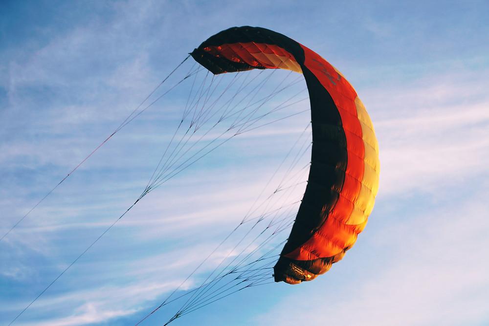 Soft-Kite, der in den Himmel steigt
