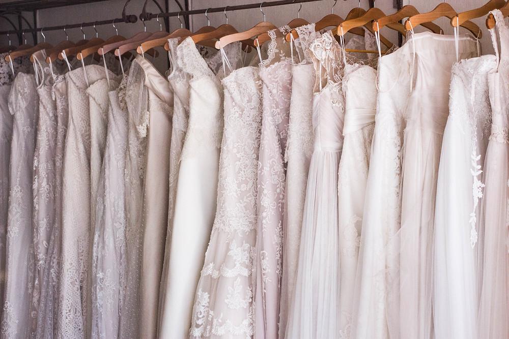 Brautkleider im Geschäft Traurednerin Augsburg