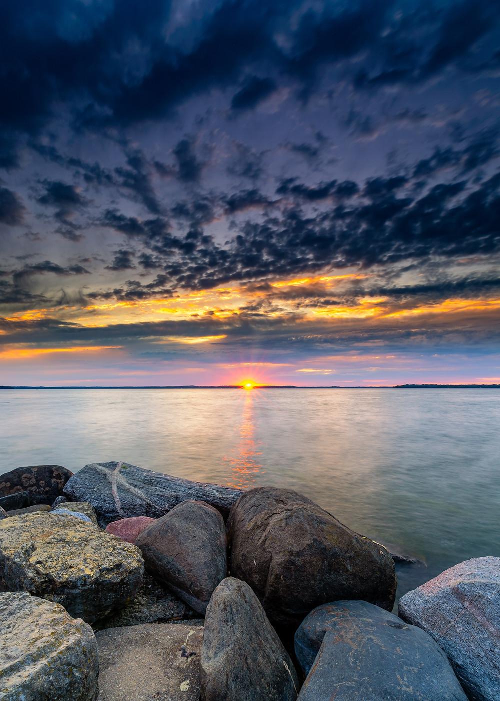 El universo está siempre en un estado de equilibrio. Un problema, dificultad o situación difícil no puede existir a menos que su solución exista al mismo tiempo.