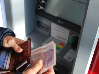 Here's How You Can Stop Paying ATM/Foreign Transaction Fees