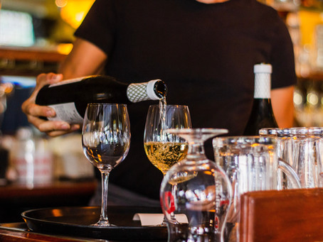 How to Book a Romantic Wine Tasting Tour in Michigan