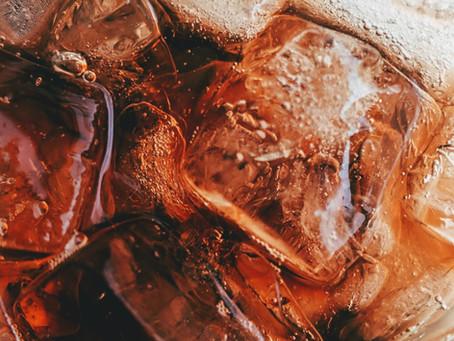 Jovem morre após tomar 1,5 litro de Coca-Cola em 10 minutos