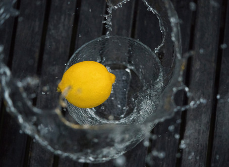4 Reasons Drinking Lemon Water is The New Craze