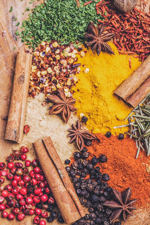 Olio evo e spezie: alleati preziosi per la nostra salute (ma anche bellezza)