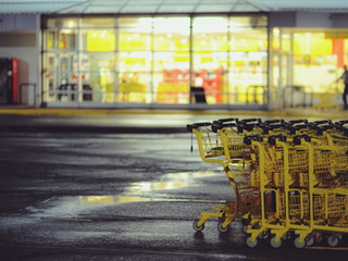 TST mantém condenaçao de Supermercado por revistar armário de funcionário.