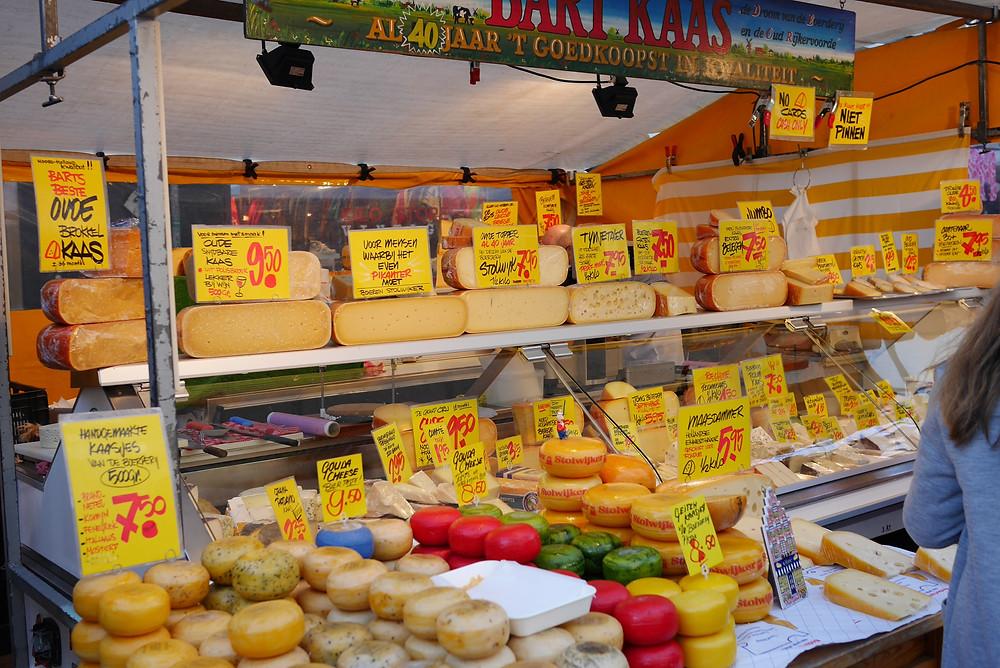 גבינות בשוק אלברט קאופ אמסטרדם