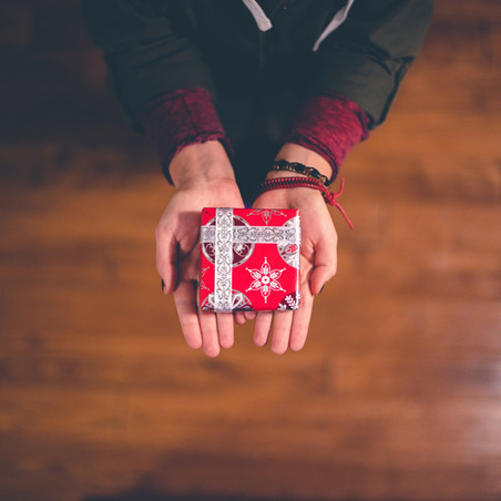 Holidays: How to Change Your Perspective This Christmas About Gift Giving