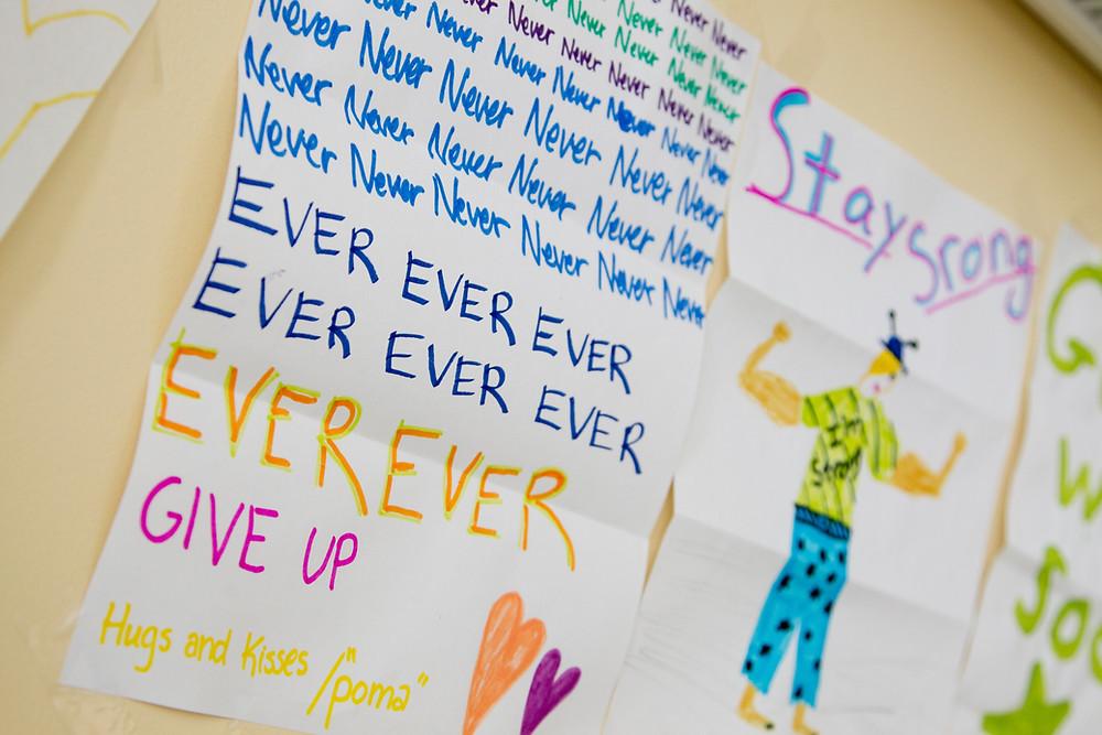 כתוב לעולם לעולם לעולם אל תוותרו! מוטיבציה כדי לצאת מהדיכאון