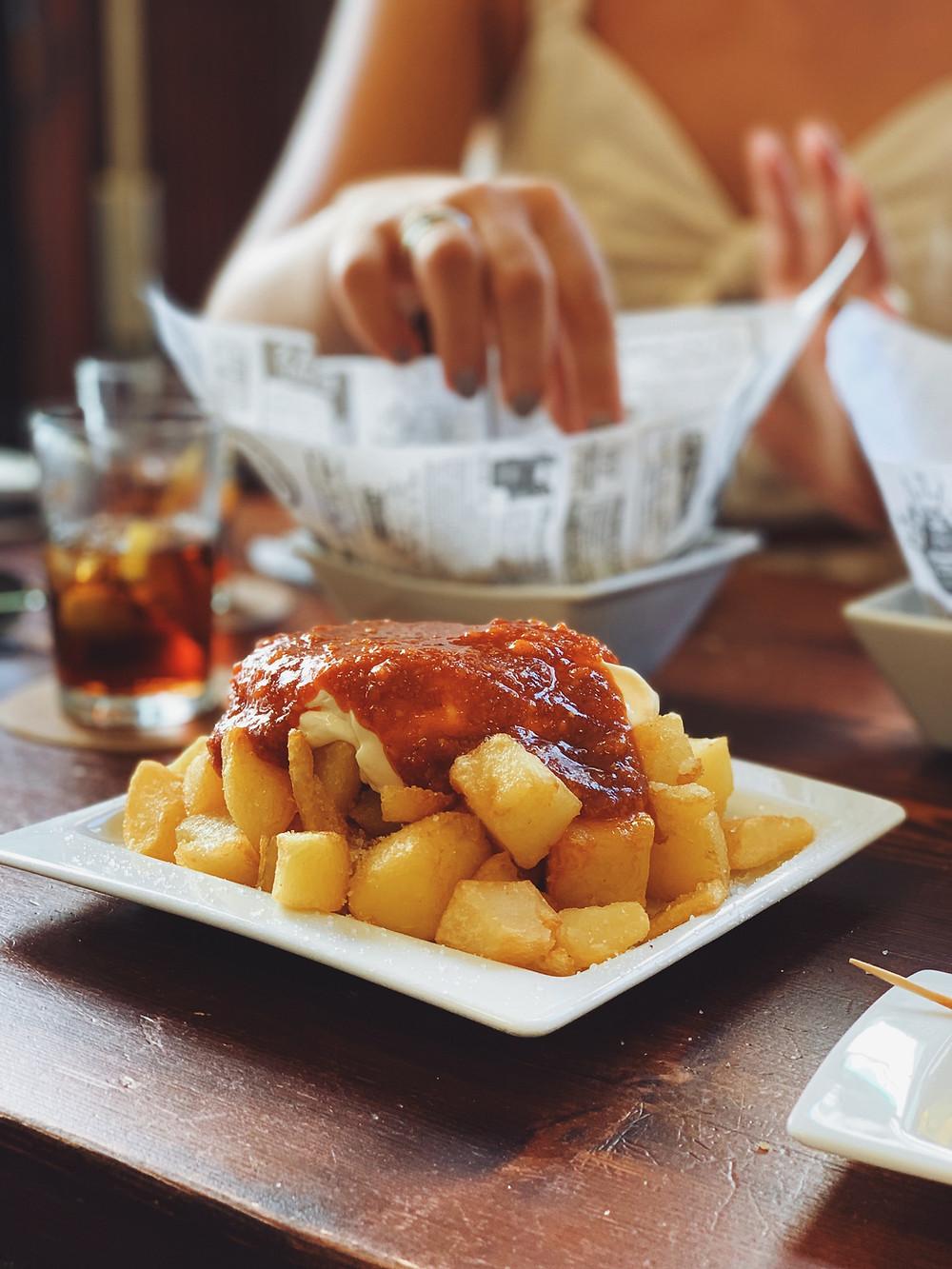 Patatas bravas, tra le tapas spagnole più conosciute