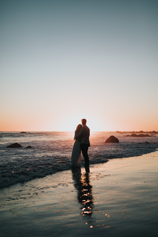 Matrimonio 2020 in Riviera Romagnola ed il Coronavirus: sposi in spiaggi al tramonto