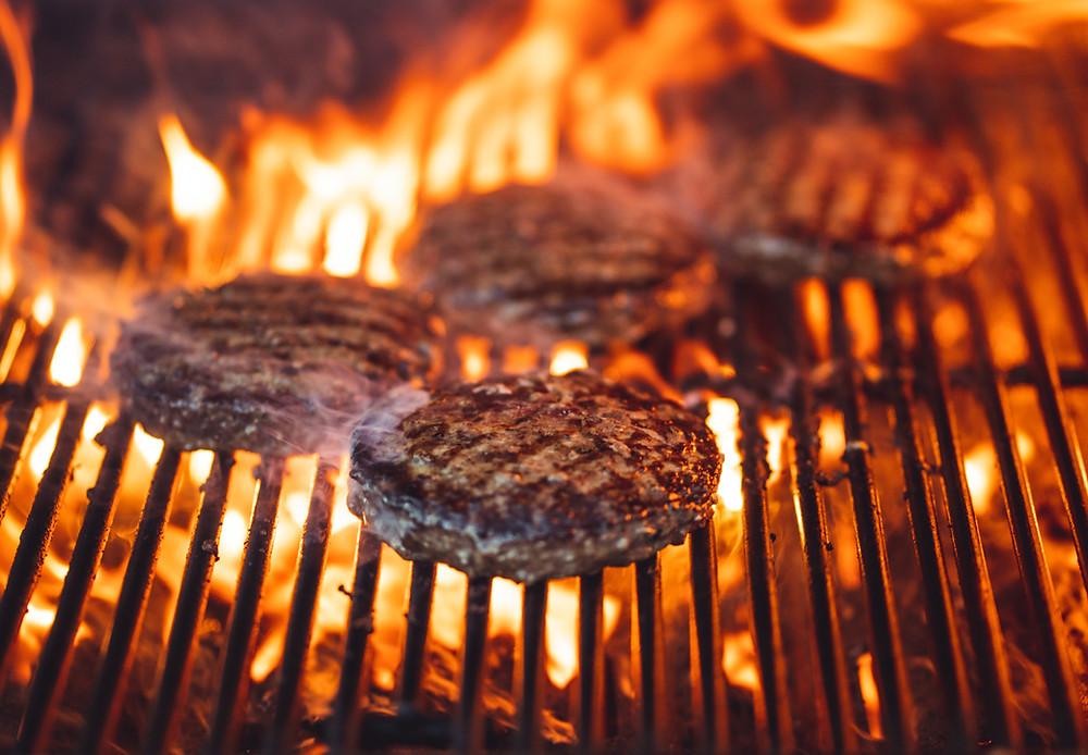 Mangal kömürlerinin yanıcı sıvı ile yakılması