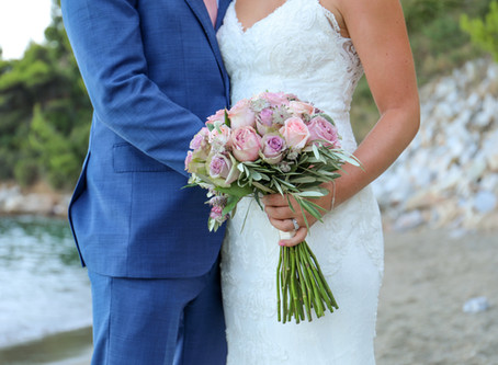 Destination Wedding: How to Travel with Your Wedding Dress