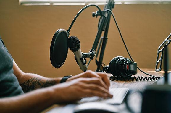 4 Ways to Get a Podcast Sponsor