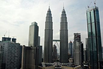 Ep.23 - Kuala Lumpur, MALAYSIA   What to SEE & DO (Budget Travel Guide)