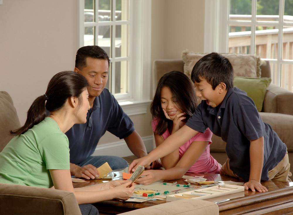 Brincadeiras coletivas em família