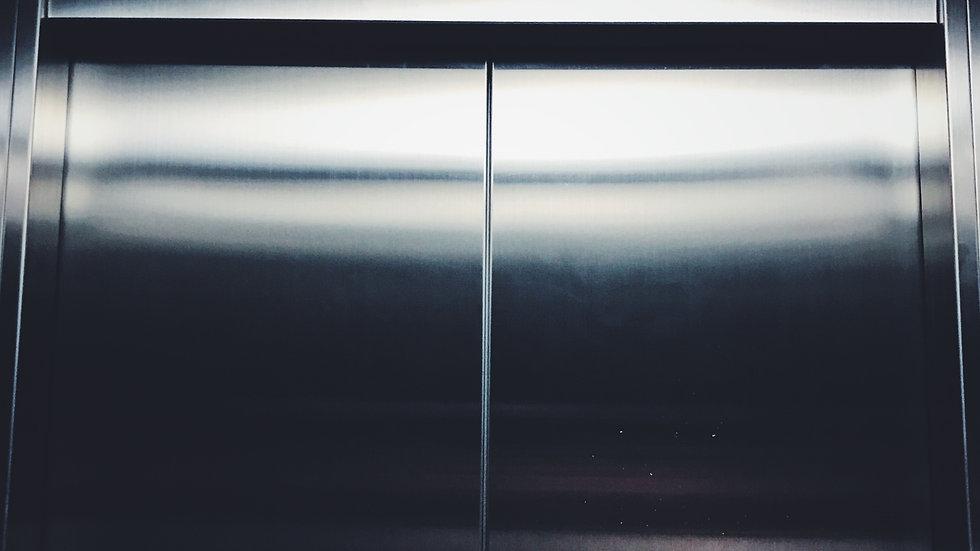 IFC asansör Kapıları