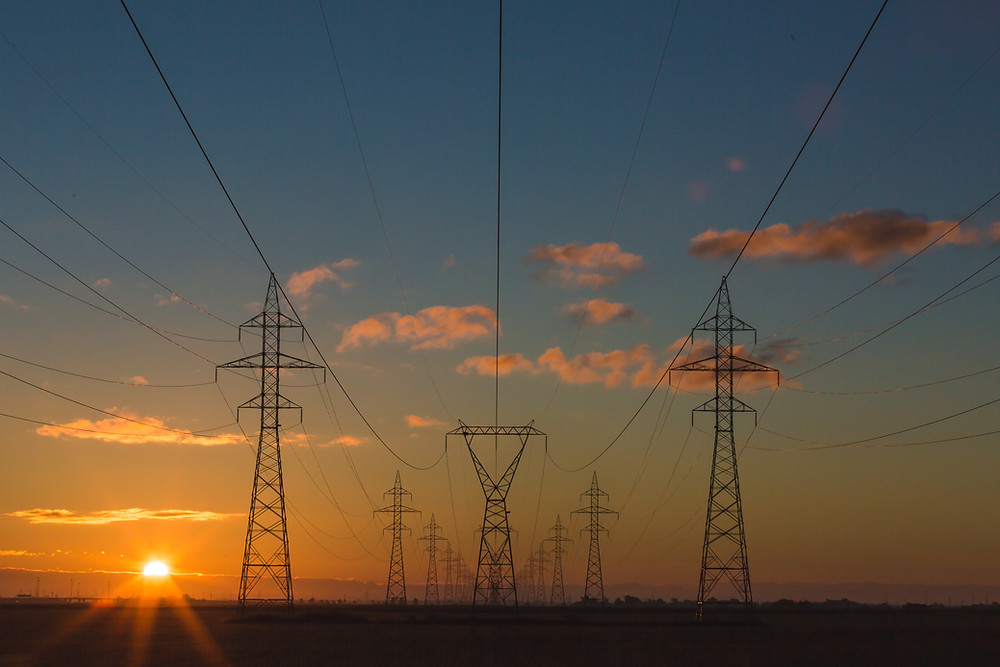 Electrical transmission lines and the sun