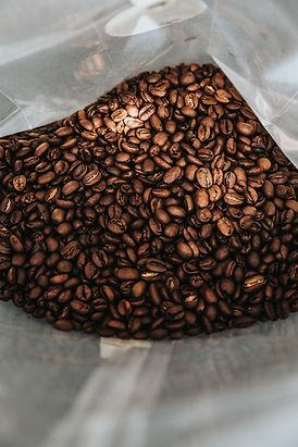 En påse fylld med kaffebönor Nathan Dumlao