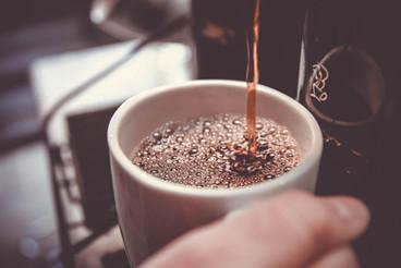 In der Coworkerei trinkst du gratis Kaffee