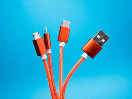 Cło z Chin. Ile wnosi cło na kable USB? Jakie dokumenty są potrzebne importując kable USB z Chin?