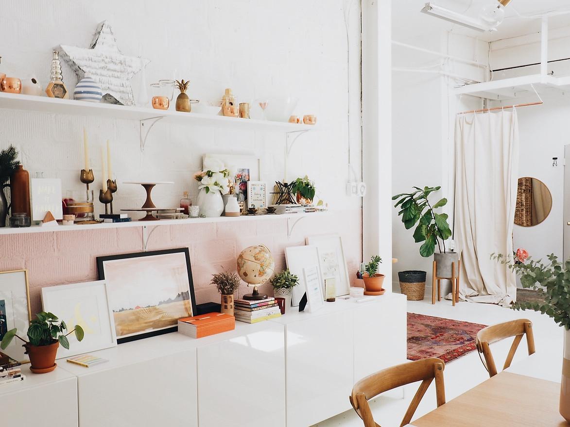 Make GROUPINGS on shelves of favorite or similar objects.
