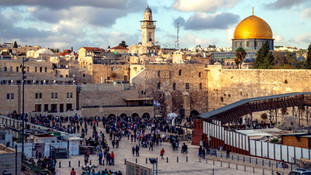 החרדים התפללו – והמוסלמיות סולקו