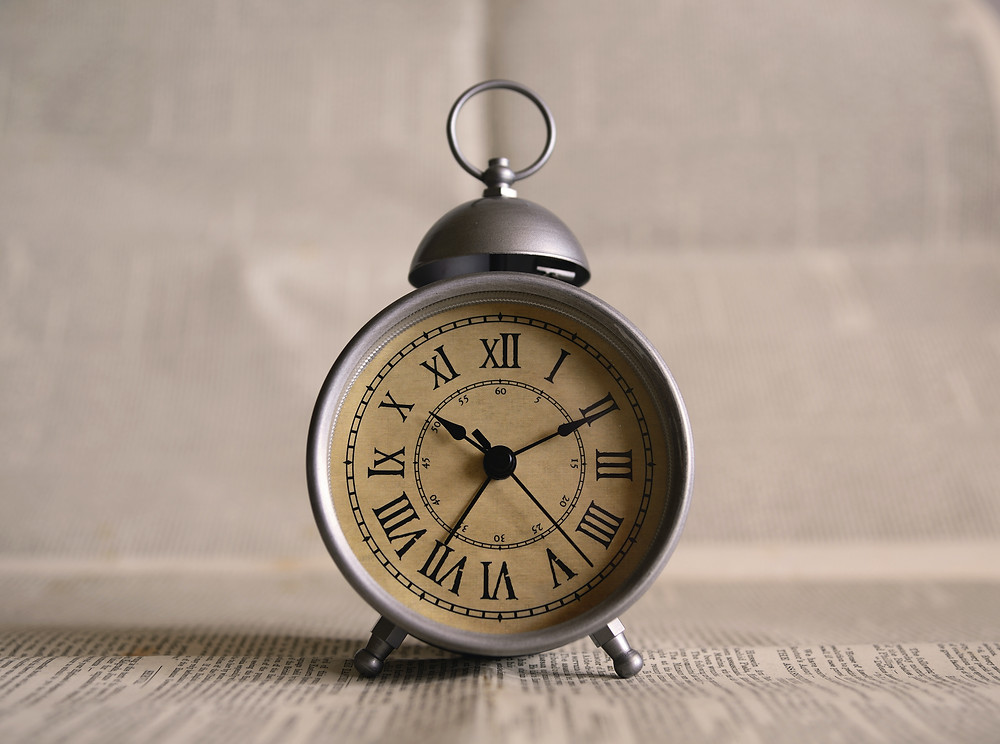 clock to represent the time you save when batch creating your social media content