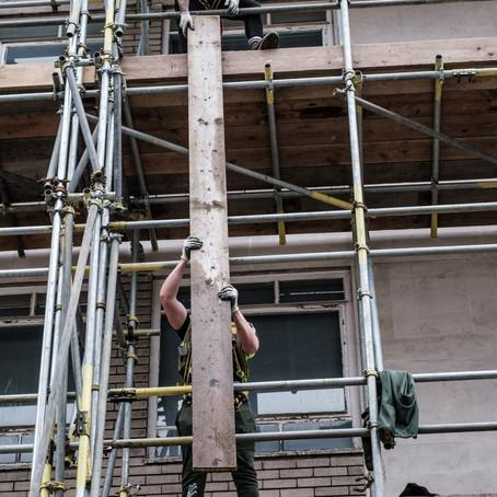 מתי בניין הנמצא בשלבי הקמה הופך להיות ראוי לשימוש ומתחיל להיות מושא לחיובי ארנונה?