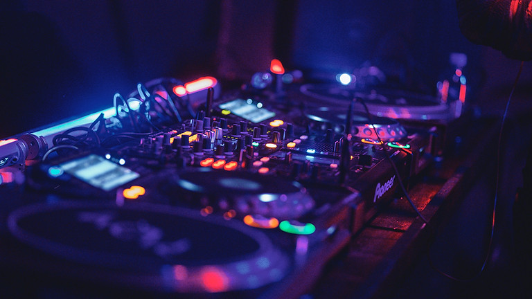 Live music with DJ Silver (1)