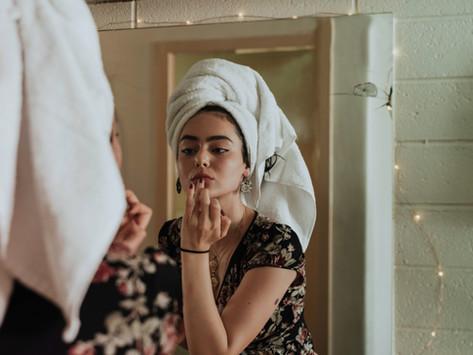 Tu piel también se daña por estar en casa y por usar cubrebocas ¡CUÍDALA!