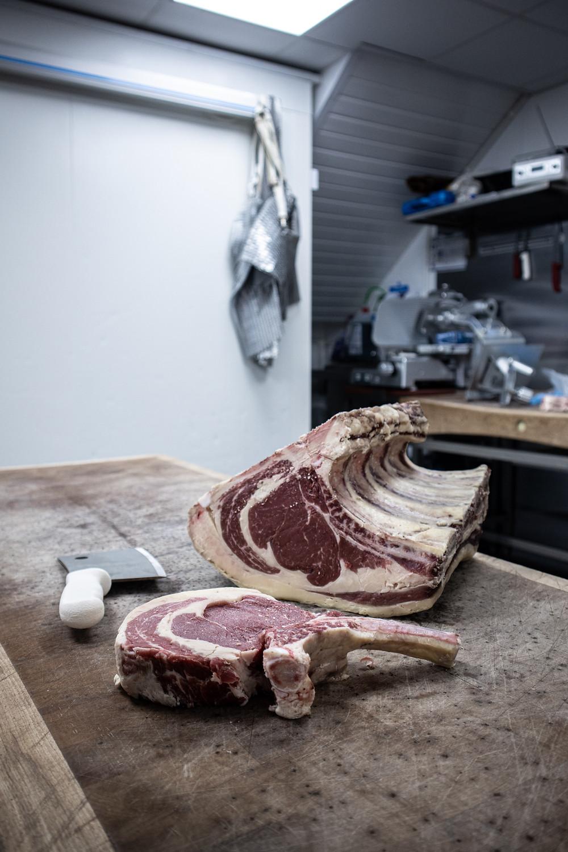 boneless versus bone in steaks