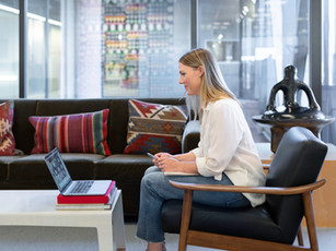 5 Top Tips For Leading In The Hybrid Workplace