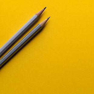 סטודיו עפרונות צהוב