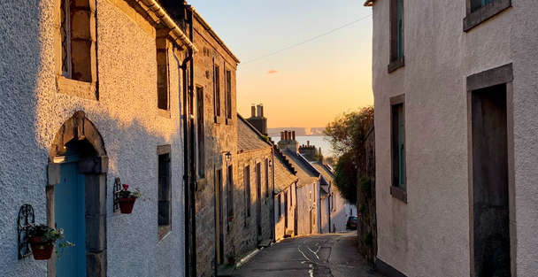 Streets of Culross in scotland used for Crainsmuir in outlander