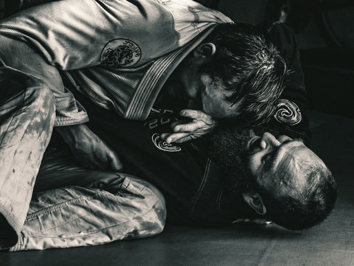 If someone in BJJ smells who do you tell?