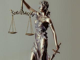 """Mulher cai na igreja, pede indenização e juíza nega: """"Geração mimimi"""""""