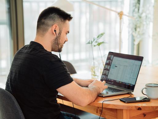 Una nueva encuesta revela que los canadienses no quieren dejar de trabajar desde casa