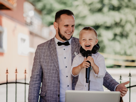 Choosing a DJ for your NWA Wedding Day.