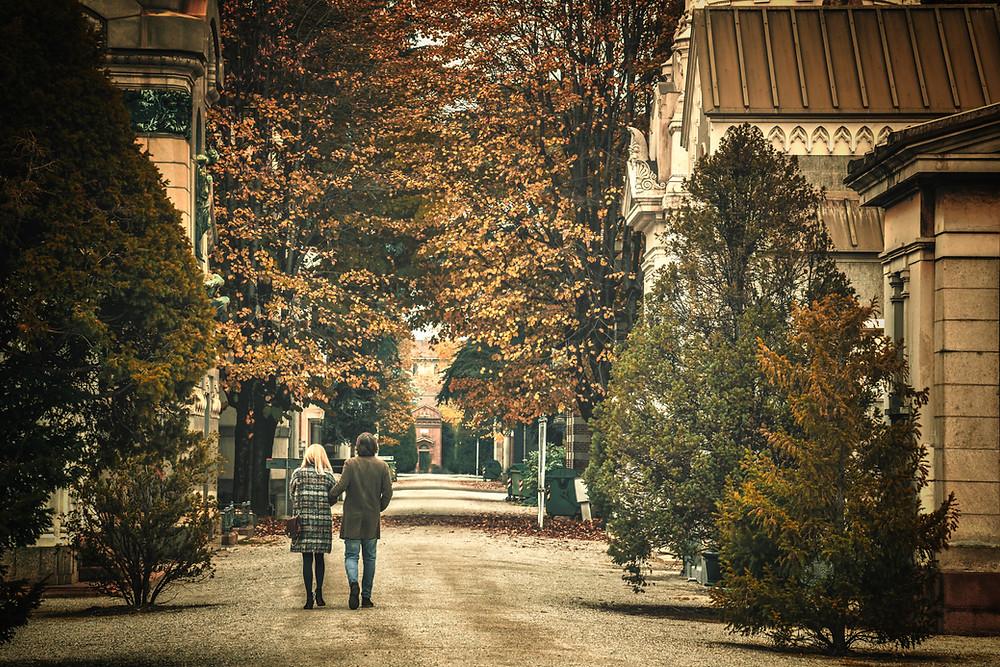 All'ombra dei cipressi, passeggiate nei cimiteri