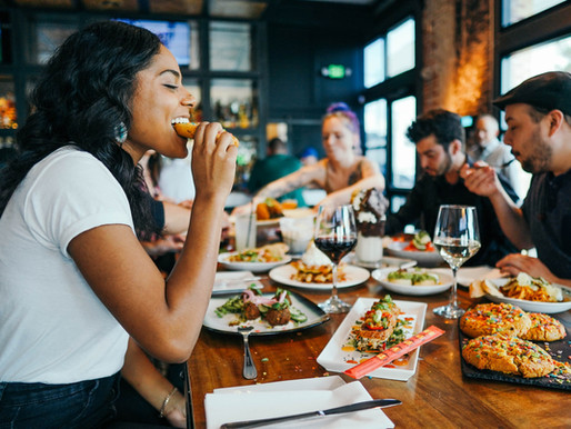 How restaurants can use social media to create an awesome customer experience in 2021.