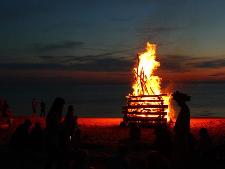 5 jautras tradīcijas taviem Līgo un kā tās padarīt mūsdienīgas