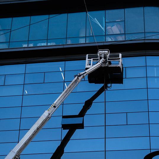 Fensterreinigung mit Lift